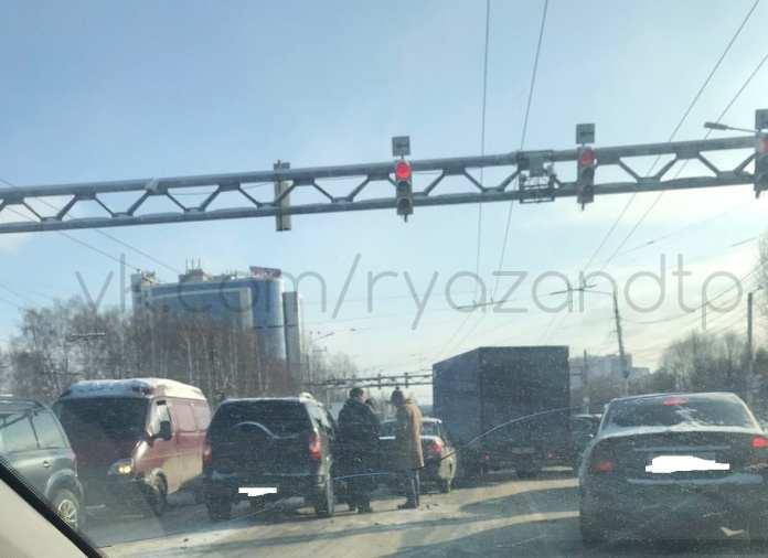 На Московском шоссе в Рязани произошли массовые ДТП
