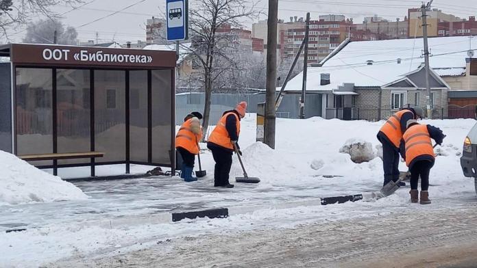 В Рязани продолжается уборка города от снега и наледи