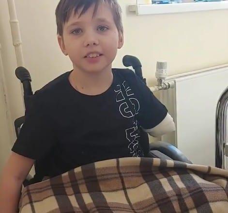 Потерявший конечности в ДТП под Рязанью мальчик поздравил главврача ОКБ