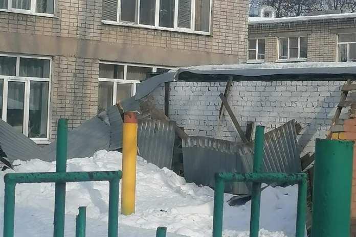 В рязанском детском саду обрушилась крыша веранды