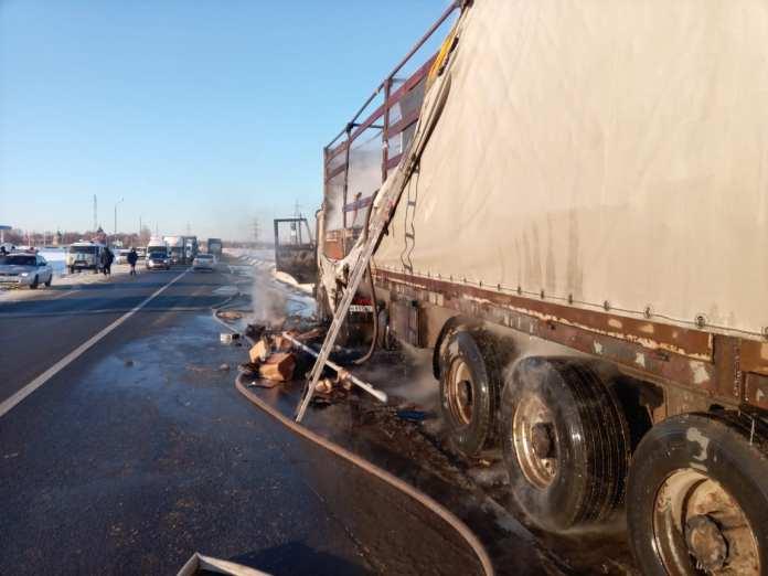 На трассе в Рязанской области сгорела гружёная фура