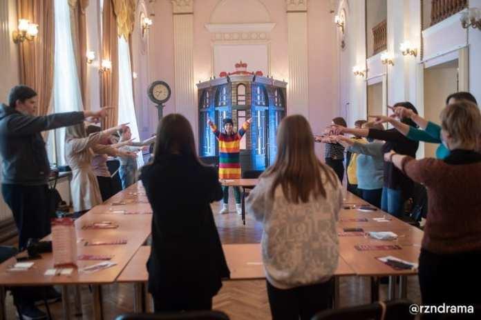В Рязанском театре драмы слушали романсы и рисовали Санкт-Петербург