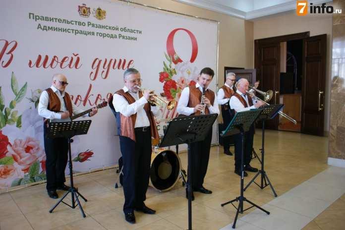 Николай Любимов поздравил рязанок с 8 марта