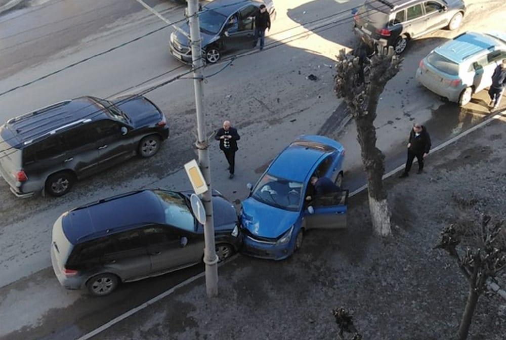 Два человека пострадали в массовом ДТП на улице Циолковского в Рязани