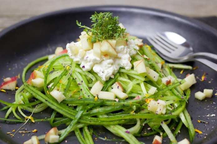 В Красноярске 70 школьников отравились овощными салатами