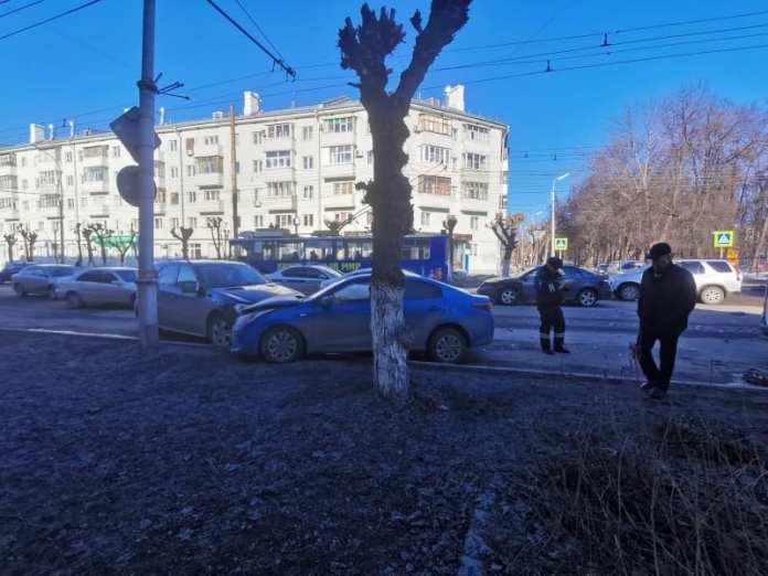 Появились фото с места массового ДТП на улице Циолковского в Рязани