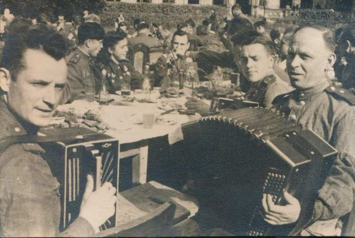Москвичка передала в дар Музею Победы уникальные фотографии военных лет