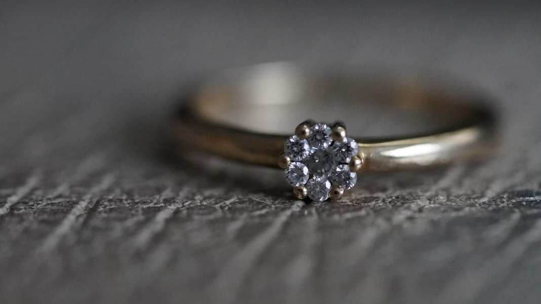 В Рыбном 39-летний мужчина похитил обручальное кольцо возлюбленной