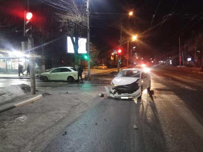 """Два человека пострадали в аварии """"Дэу"""" и """"Фольксвагена"""" в Рязани"""