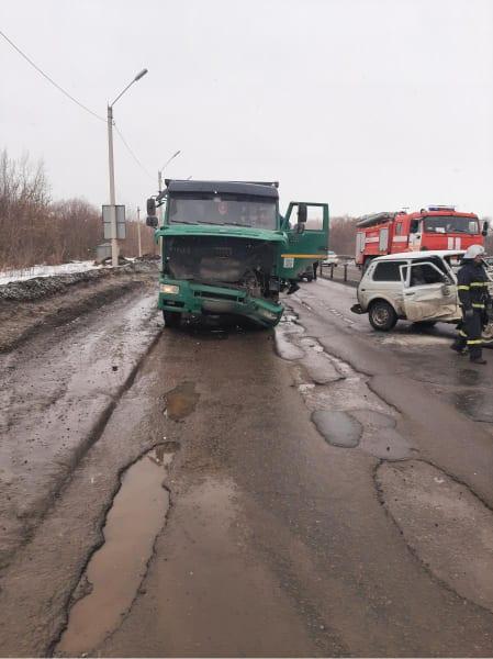 """Водителя """"Нивы"""" госпитализировали после столкновения с грузовиком на Северной окружной в Рязани"""