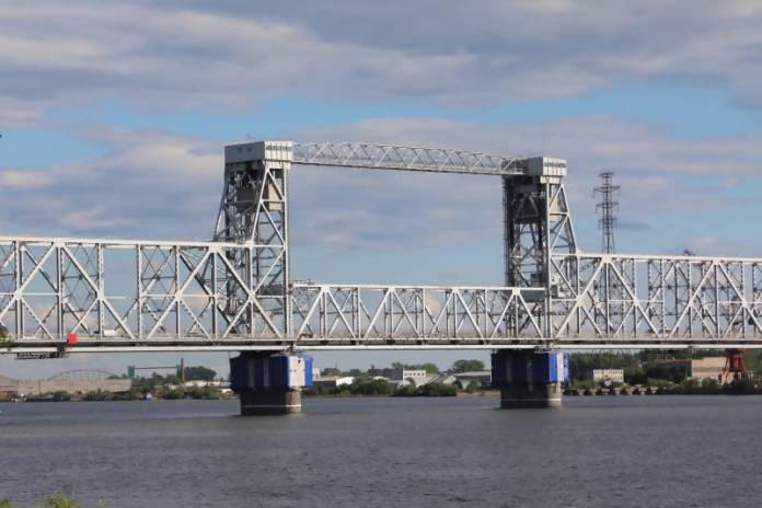 Из-за капремонта движение по Северодвинскому мосту в Архангельске закроют на 26 часов
