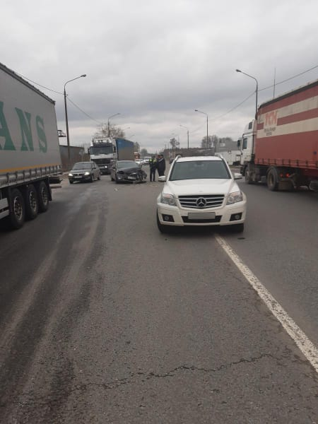 53-летний мужчина пострадал в аварии Mercedes и Ford на трассе М-5 под Рязанью
