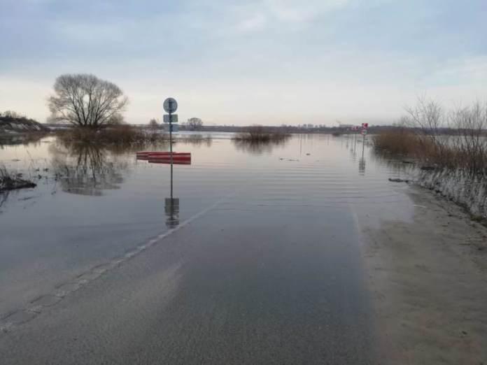 Жителей рязанских сел Заокское и Коростово начали перевозить на катерах из-за весеннего паводка