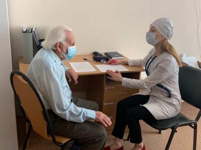 В ОКБ сделали прививку от коронавируса 91-летнему рязанцу
