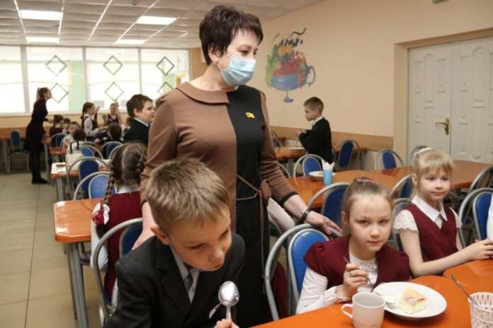 Депутаты проверили качество питания в школах Рязани