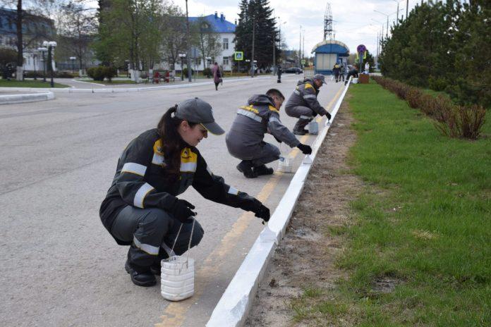 Работники нефтезавода вышли на субботник