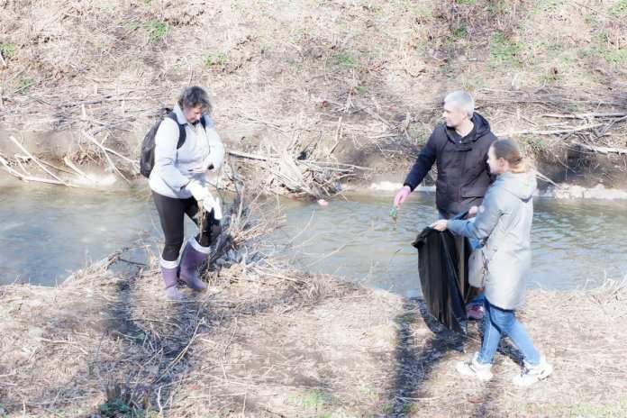 Работники администрации Рязани убрали центр города