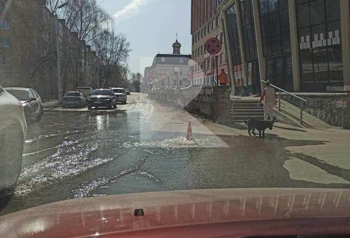 Ещё на одной улице Рязани появился «фонтан»