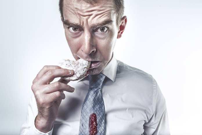 Постоянное чувство голода назвали признаком опасной болезни