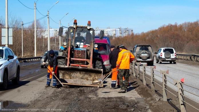 В Рязани продолжают ремонтировать дороги
