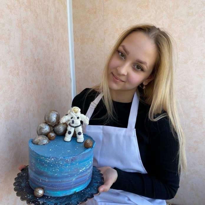 Школьница из Касимова испекла космический торт