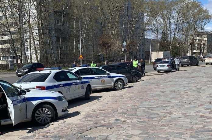 В посёлке Приокский в Рязани массово останавливают автомобили