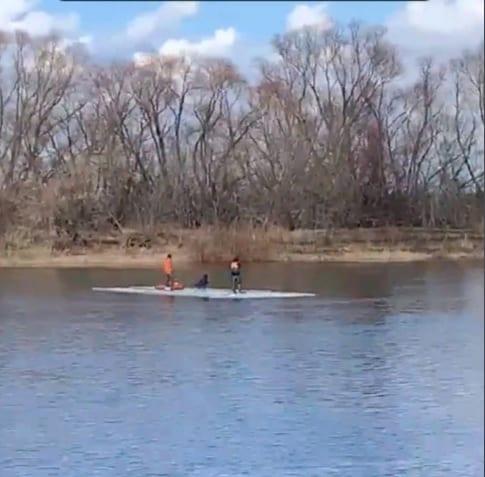 Рязанцы проплыли на льдине по Оке 9 километров