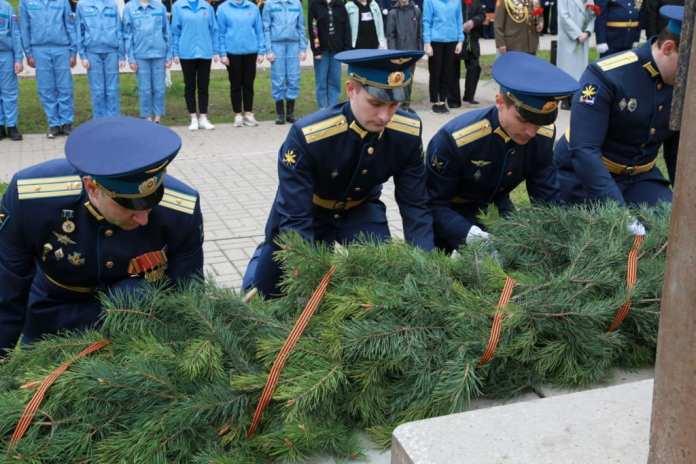 В Рязани возложили цветы к бюсту Александра Белякова