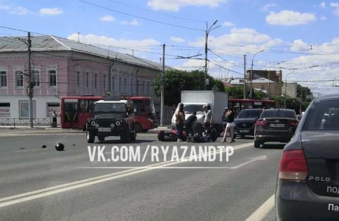 В центре Рязани произошло ДТП с мотоциклистом