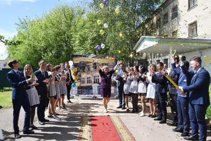 Фото «Последних звонков» в рязанских школах