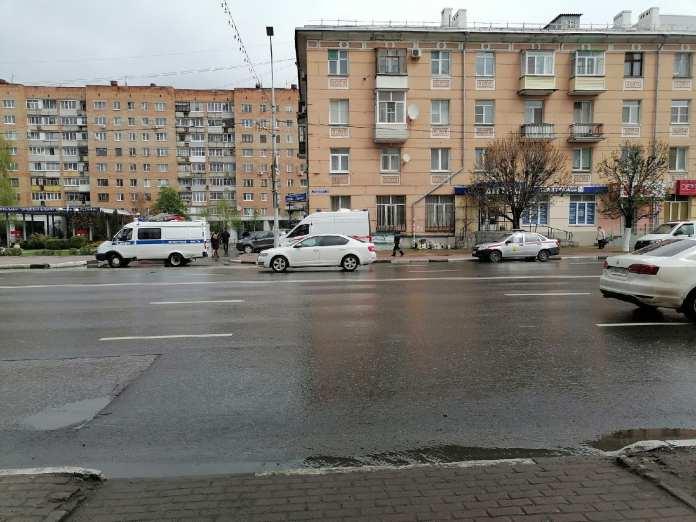 Экстренные службы прибыли в центр Рязани из-за сообщений о бесхозном пакете
