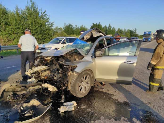 Mazda столкнулась с грузовиком в Скопинском районе