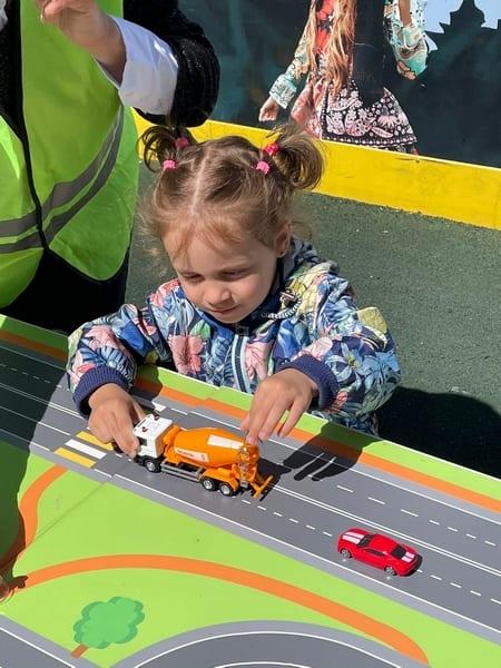 Во дворе ЖК «Гранд Комфорт» прошел праздник «Детская безопасность на дорогах»