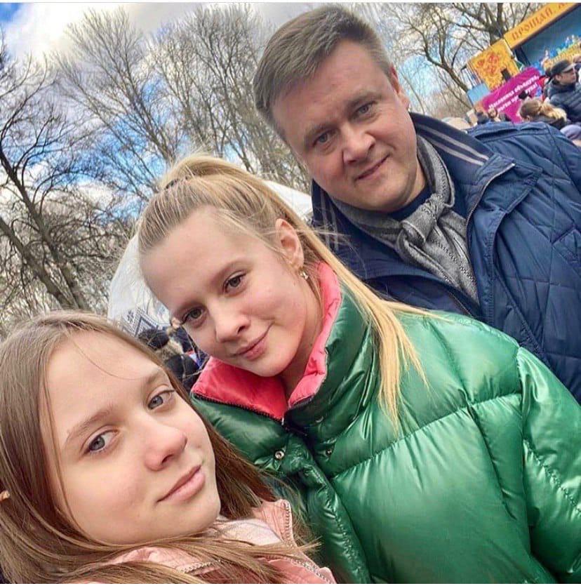 Николай Любимов с дочерьми