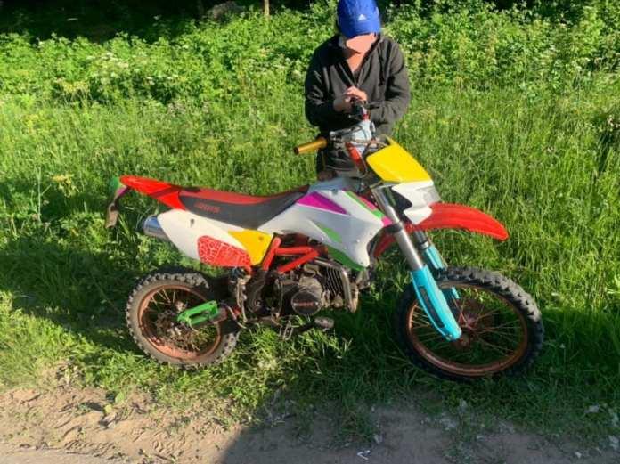 На Ореховом озере поймали мотоциклиста без прав и шлема
