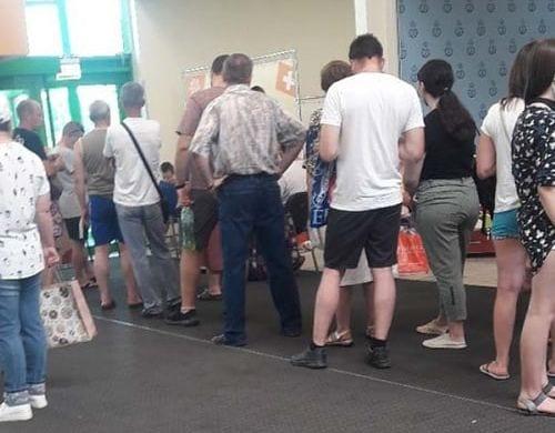В рязанском гипермаркете выстроилась большая очередь желающих вакцинироваться