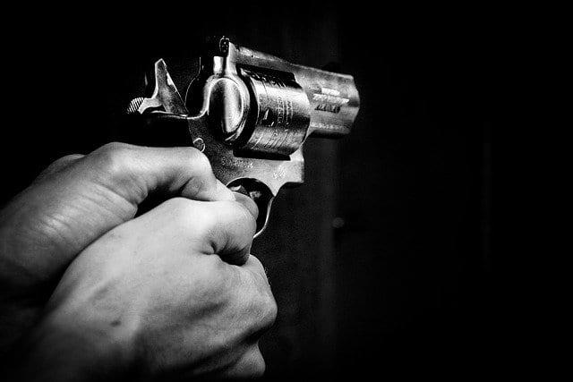 Водитель автомобиля угрожал рязанке оружием