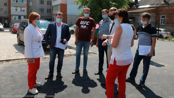 Елена Сорокина проверила ход ремонта дворов в Рязани