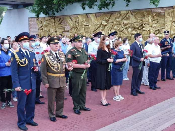 Депутаты областной Думы приняли участие в общенациональной акции «Свеча памяти»