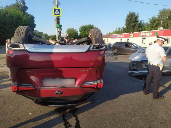 В Михайлове 18-летний подросток устроил ДТП с переворотом