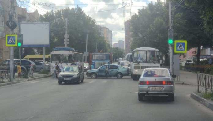 На улице Грибоедова в Рязани произошла массовая авария