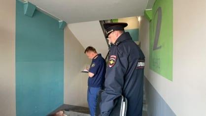 Расчлененное тело женщины нашли на лестничной площадке в Томском районе