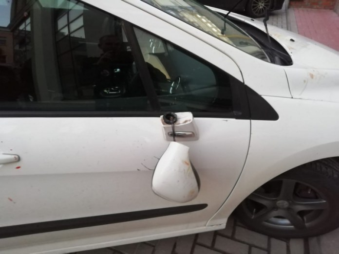 Пьяный рязанец разбил окна офиса и повредил автомобиль ночью на Первомайском проспекте