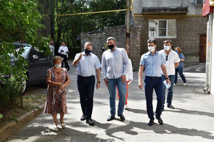 Губернатор Любимов: Работы по ремонту дворов должны быть завершены до 1 сентября