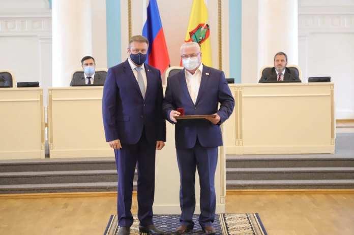 Николай Любимов наградил депутатов Облдумы за плодотворную работу