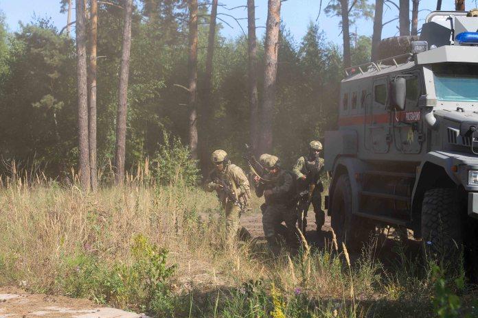 Рязанские росгвардейцы взяли здание штурмом и нейтрализовали преступников