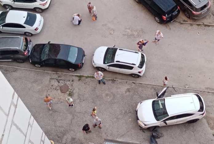 Женщина-водитель устроила массовое ДТП в рязанском дворе