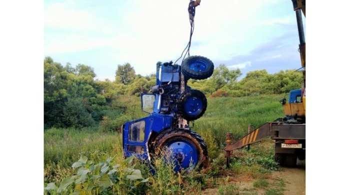 Два человека погибли при падении трактора в пруд в Сараевском районе Рязанской области