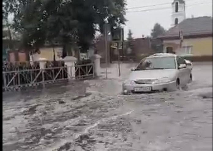 В Рязани вновь затопило перекрёсток у десантного училища
