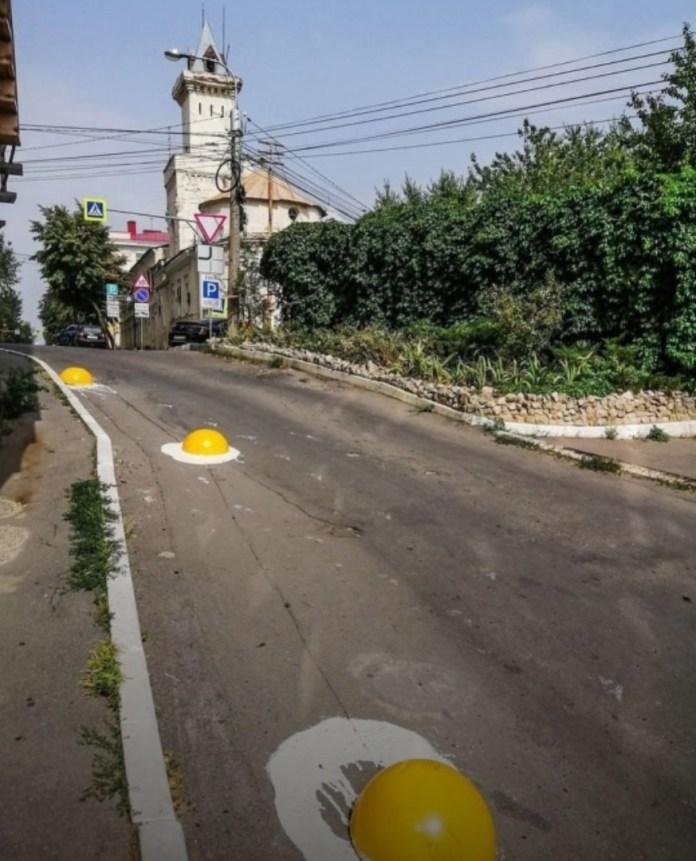 В Воронеже с дороги убрали бетонные «яичницы»